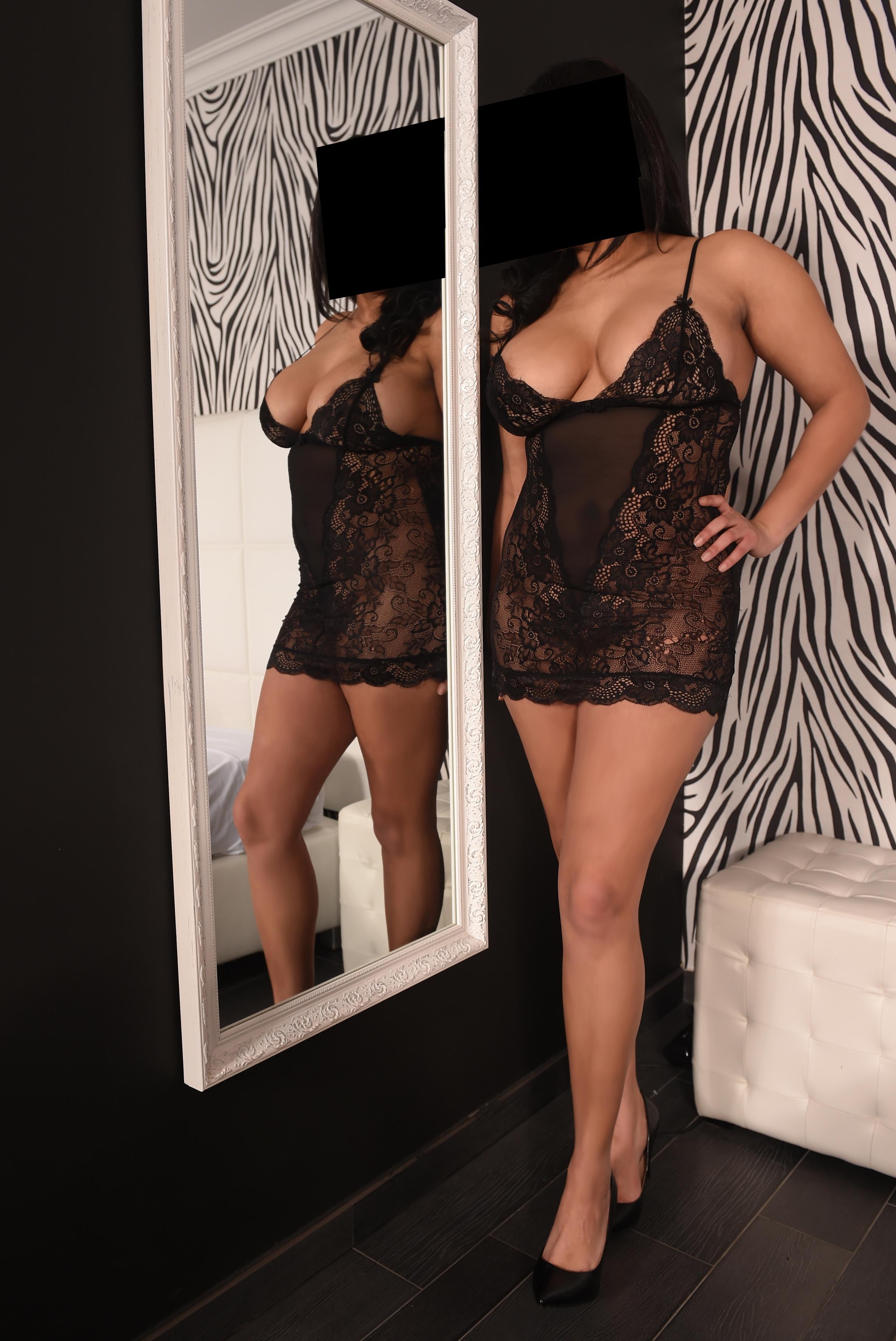 Yasmine from Elle Agency