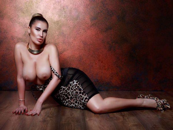 Bustina from Casino London Models
