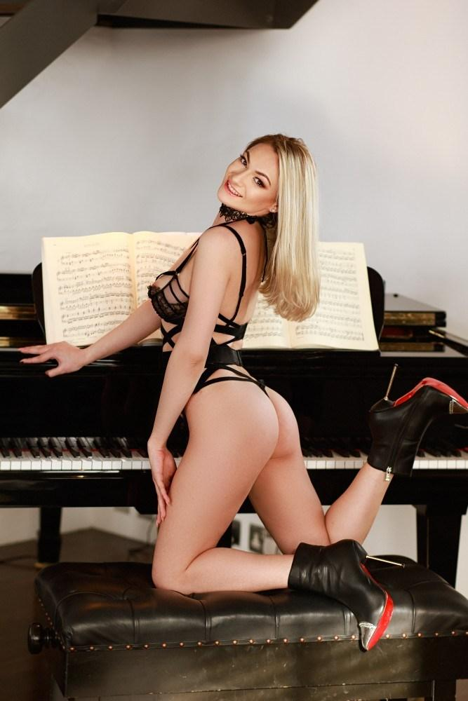 Mimi from Aurum Girls Escorts