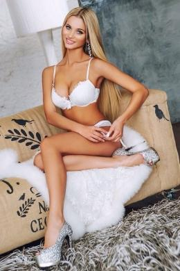 Adelly from London Escorts VIP